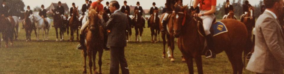 1979| Prijsuitreiking dressuur op de Uiterwaarden van Wijk en Aalburg
